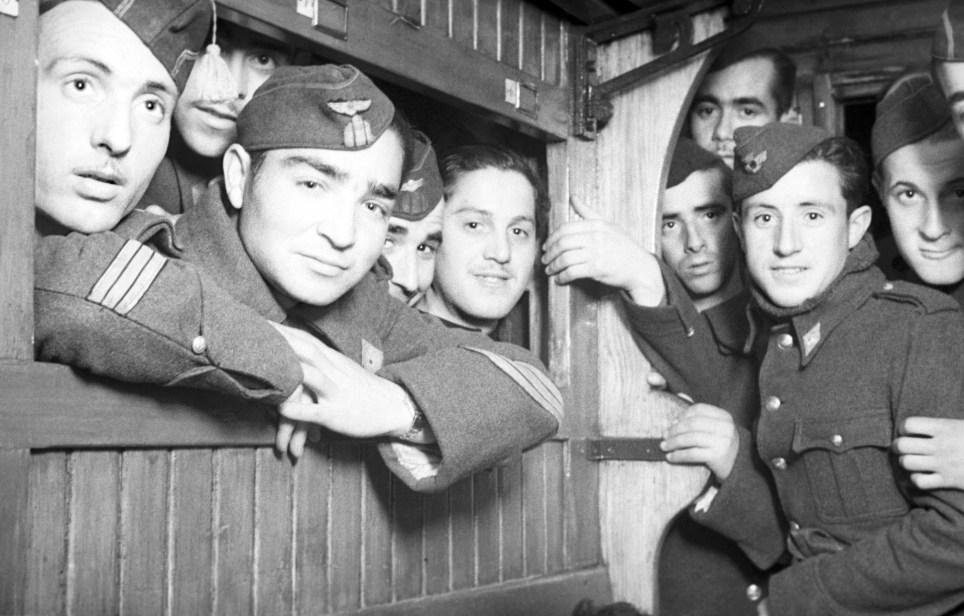 Soldados de la División Azul parten hacia Alemania en febrero de 1942 desde la Estación del Norte de Madrid. EFE/Hermes Pato