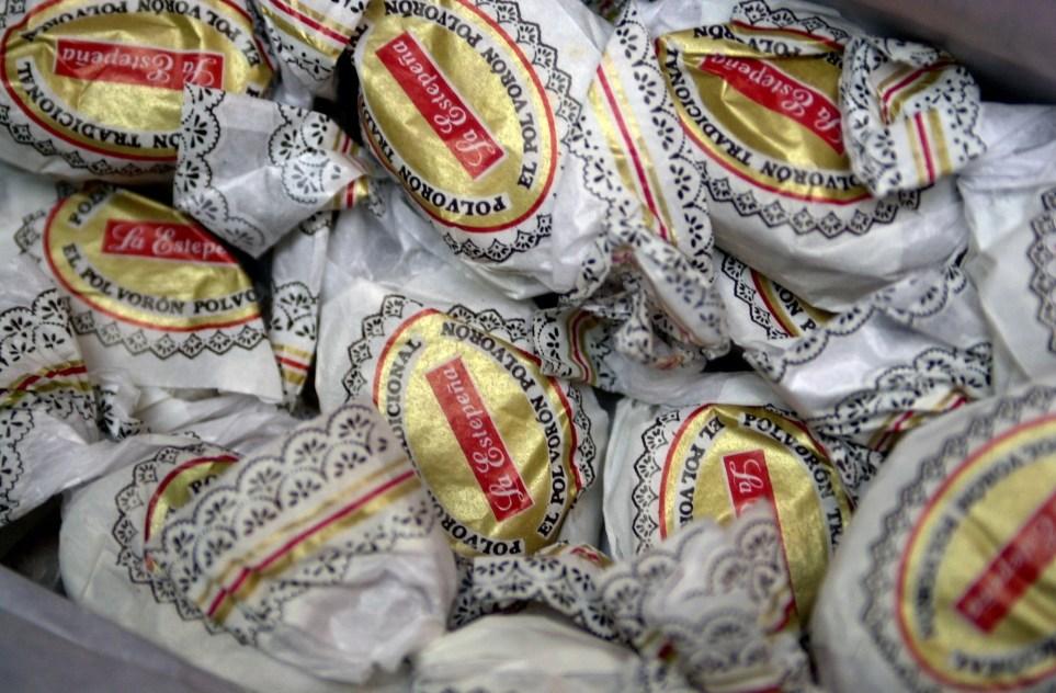 Polvorones y mantecados, dulces tradicionales en navidades. EFE/J.M. Aragón