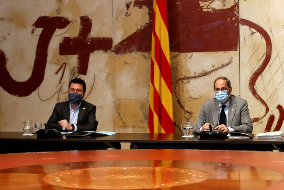 El presidente de la Generalitat, Quim Torra, y, a su derecha, el vicepresidente, Pere Aragonès, durante una reunión del Gobierno catalán. EFE/Toni Albir