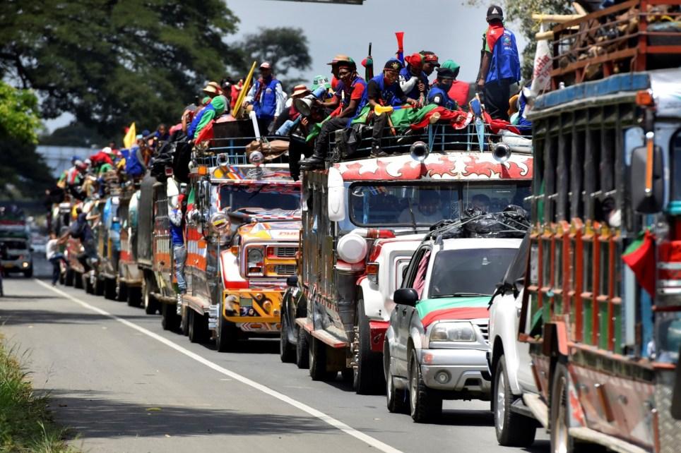 Indígenas del suroeste de Colombia participan en Cali en la caravana reivindicativa que viaja hacia Bogotá para reclamar al presidente Iván Duque medidas contra la violencia en sus territorios. EFE/ Ernesto Guzmán