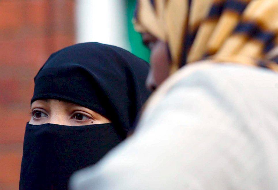Mujer con velo en la ciudad británica de Birmingham. EFE/Sam Stephenson/Archivo