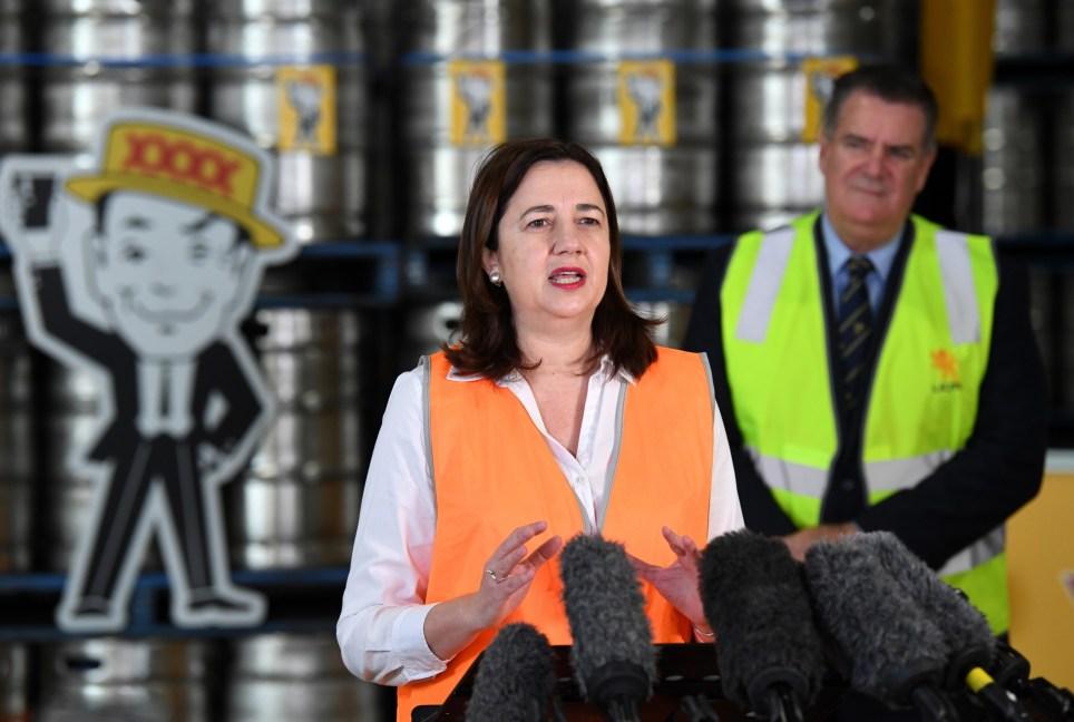 La primera ministra de Queensland, Annastacia Palaszczuk, durante una visita a una destilería en Brisbane el 13 de mayo. EFE/EPA/Dan Peled