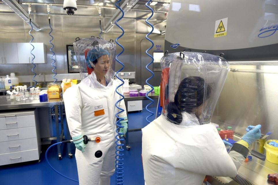 Investigadoras del laboratorio del Instituto de Virología de Wuhan (China). EFE/EPA/SHEPHERD HOU