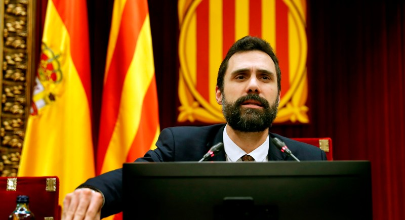 El presidente del Parlament catalán, Roger Torrent, al inicio de un pleno de la Cámara autonómica. EFE/Toni Albir