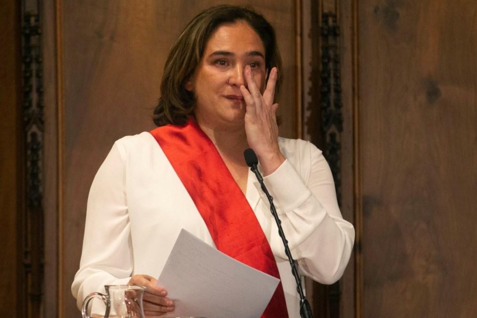 La alcaldesa de Barcelona, Ada Colau, tras su reelección en un tenso pleno municipal el 15 de junio de 2019. EFE/Quique Garcia