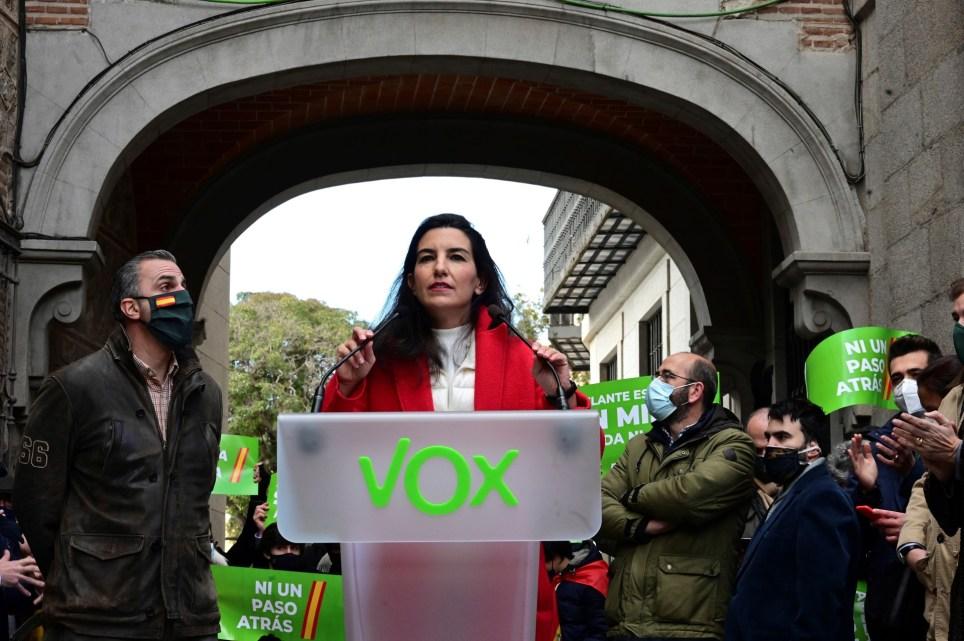 """La portavoz de Vox en la Asamblea de Madrid, durante una concentración convocada por la formación """"En defensa de la Constitución"""". EFE/Víctor Lerena"""