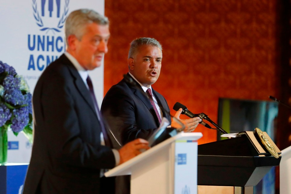 El presidente de Colombia, Iván Duque (d), compareció este lunes junto al Alto Comisionado de las Naciones Unidas para los Refugiados, Filippo Grandi, en Bogotá. EFE/ Mauricio Dueñas Castañeda