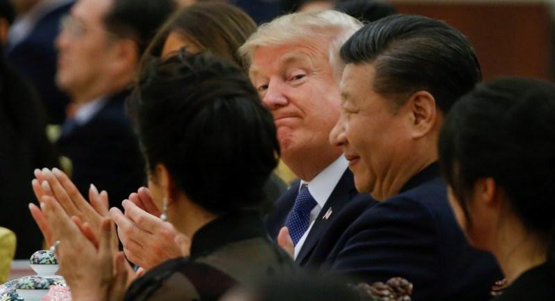 Donald Trump asiste en Pekín como presidente de EEUU en noviembre de 2017 a una cena de gala ofrecida por su homólogo chino, Xi Jinping. EFE/ Thomas Peter / Pool