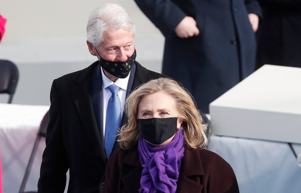 Former US President Bill Clinton (L) and former US Secretary of State Hillary Clinton (R) arrive to the inaugural ceremony for President-elect Joe Biden and Vice President-elect Kamala Harris on the West Front of the U.S. Capitol in Washington, DC, USA, 20 January 2021. EFE/EPA/MICHAEL REYNOLDS/Archivo