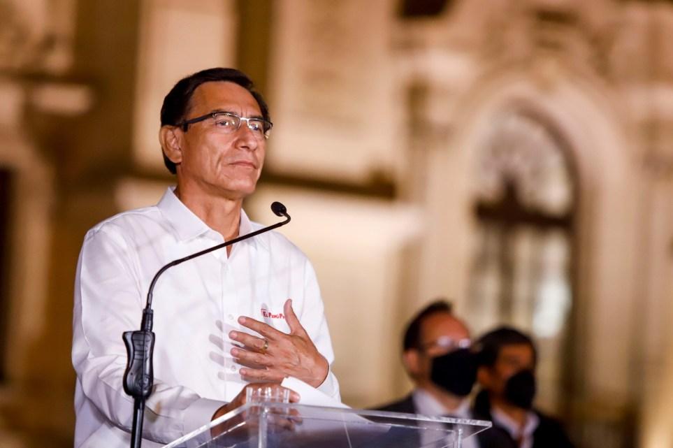 Martín Vizcarra durante su intervención para anunciar que aceptaba la decisión del Congreso de abandonar la Presidencia de Perú. EPA / Presidencia de Perú.
