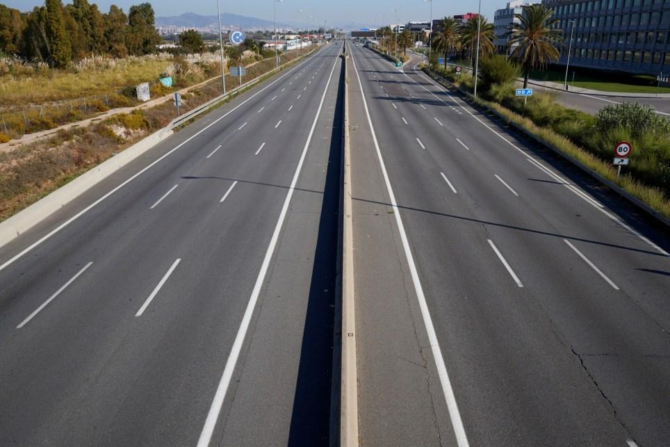 Vista del trafico en la C31 dirección Tarragona durante el cierre perimetral en Cataluña. EFE/Alejandro García