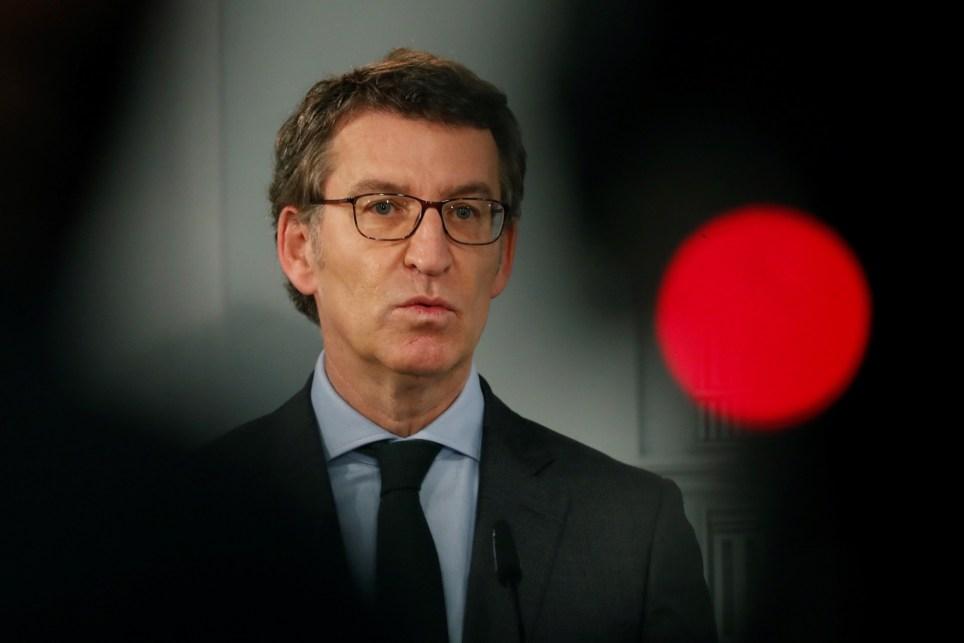 El presidente de la Xunta de Galicia, Alberto Núñez Feijóo, explica en la Moncloa medidas legales frente a la pandemia. EFE/J.J. Guillén