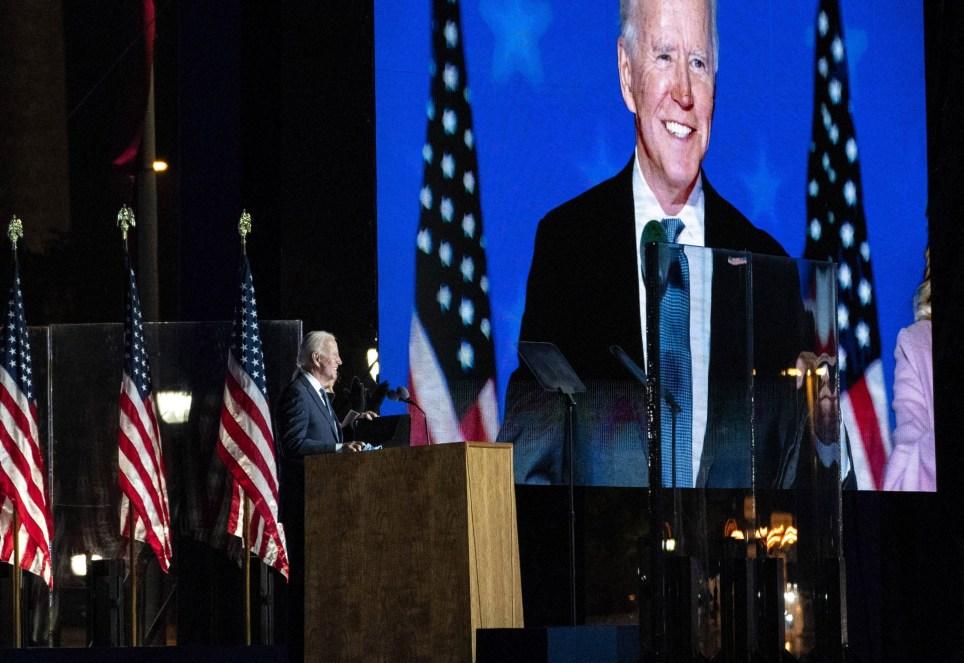 El candidato demócrata, Joe Biden, se dirige a sus seguidores en la ciudad de Wilmington después de la jornada electoral de los últimos comicios presidenciales estadounidenses. EFE/EPA/Sarah Silbiger