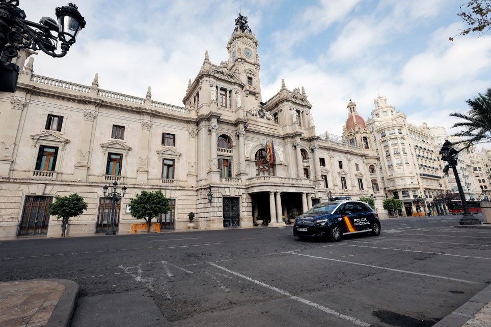 La Plaza del Ayuntamiento de Valencia durante el primer día del estado de alarma decretado en España en marzo de 2020 frente a la pandemia de covid-19. EFE/ Juan Carlos Cárdenas