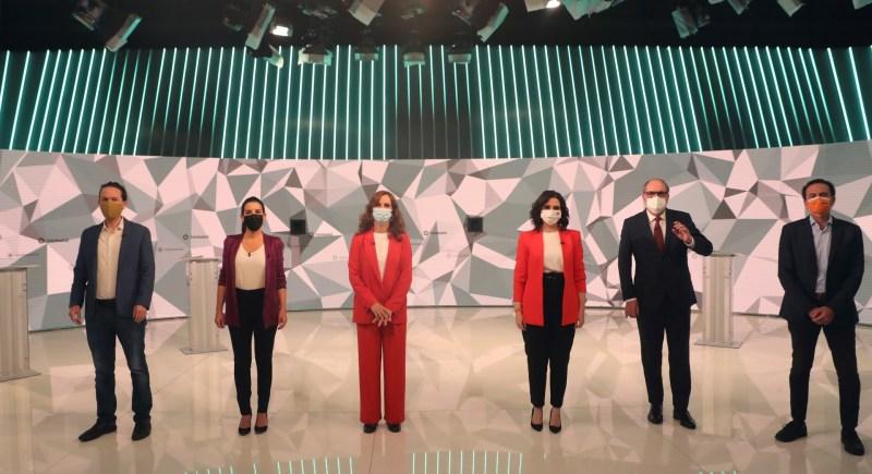 Los candidatos a la presidencia de la Comunidad de Madrid antes del inicio del debate celebrado en Telemadrid. EFE / Juanjo Martín.