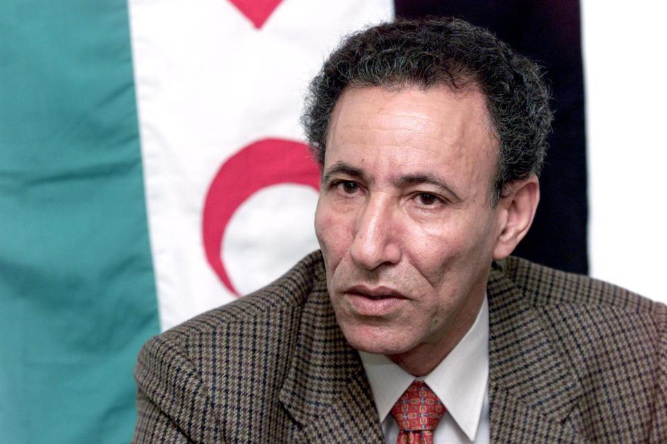 Brahim Ghali comparece ante los medios informativos en Las Palmas de Gran Canaria en marzo de 2002 como delegado del Frente Polisario en España. EFE/Ángel Medina G.