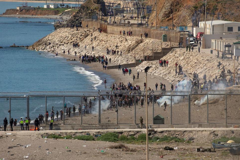 Vista del paso fronterizo de El Tarajal en Ceuta este miércoles. EFE/Brais Lorenzo
