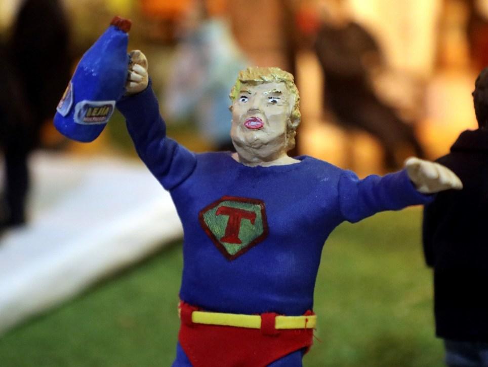 """La figura de Donald Trump, como un """"Superman"""" portando una botella de lejía, en un pesebre del municipio gallego de Valga, en el norte de España. EFE/Xoán Rey"""