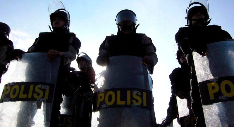 Policías indonesios en Banda Aceh durante un ensayo de seguridad para las elecciones parlamentarias de abril de 2009. EFE/Hotli Simanjuntak