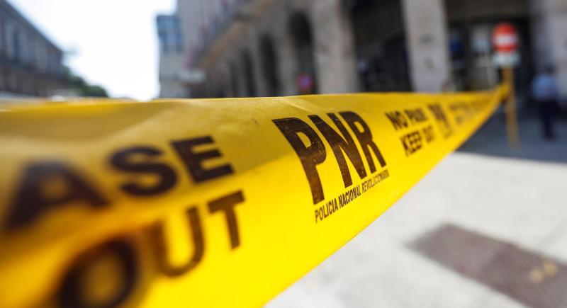 Una cinta amarilla puesta por la Policía Nacional Revolucionaria (PNR) impide el paso en las zonas aledañas al Capitolio, como medida por las protestas antigubernamentales de los últimos días. 13 de julio del 2021, en La Habana. EFE/Yander Zamora