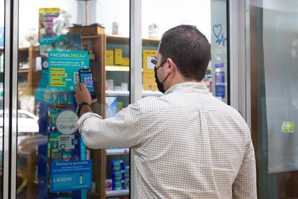 EFE Verifica y el Consejo de Farmacéuticos colaboran en una iniciativa llamada