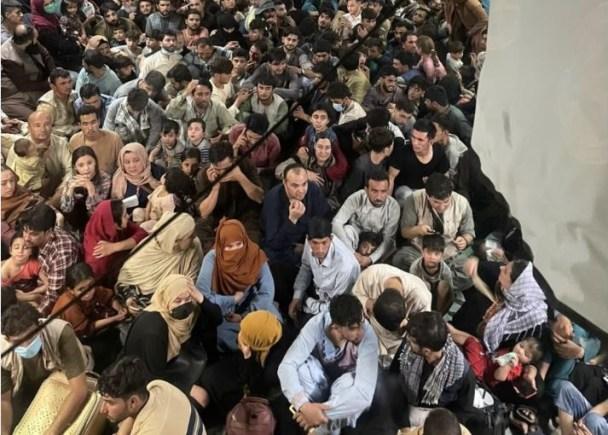 Afganistán talibán talibanes Kabul aeropuerto avión evacuación Filipinas Haiyán tifón