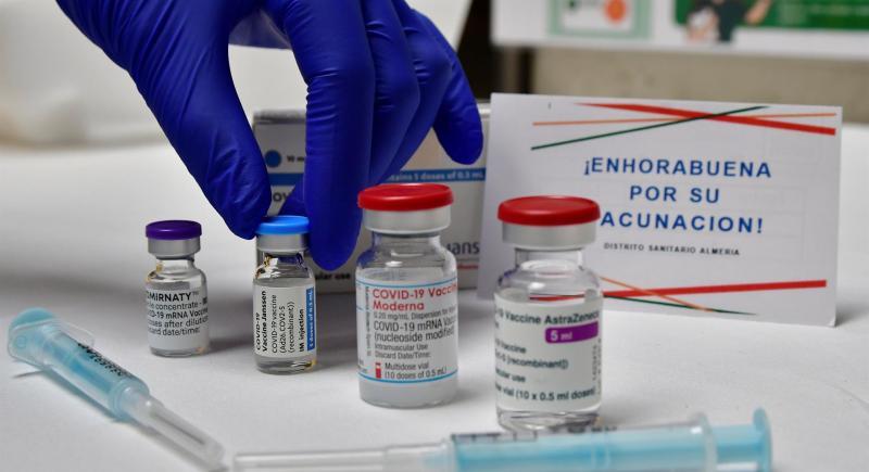 Imagen de las cuatro vacunas aprobadas por la Agencia Europea de Medicamentos (EMA). EFE / Carlos Barba